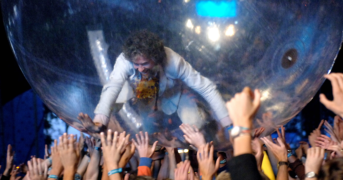 wayne coyne, flamming lips, bubble, immune system