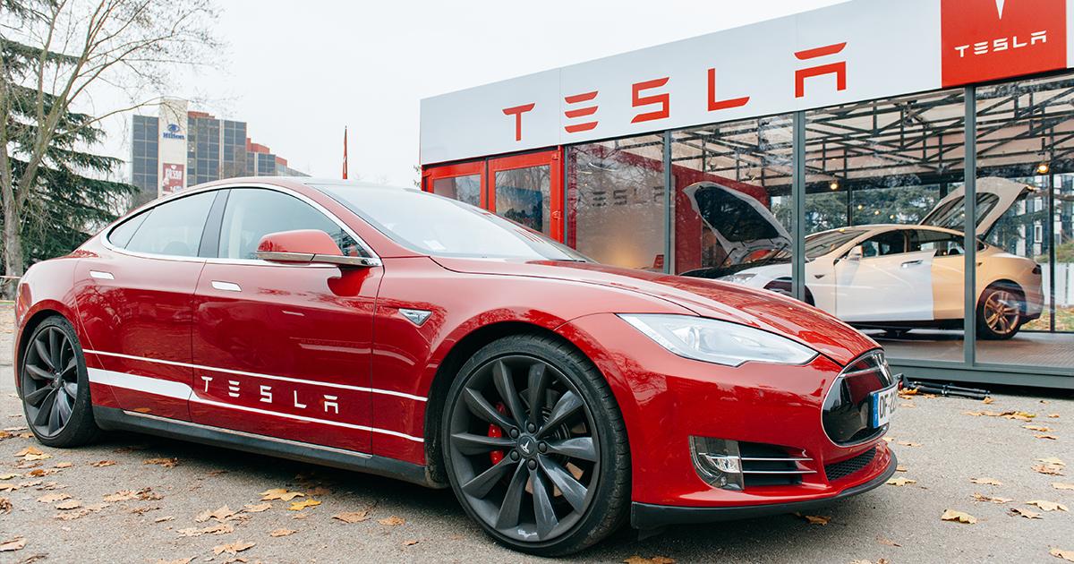 Tesla Update Requires Owner to Tweet Praise at Elon Musk