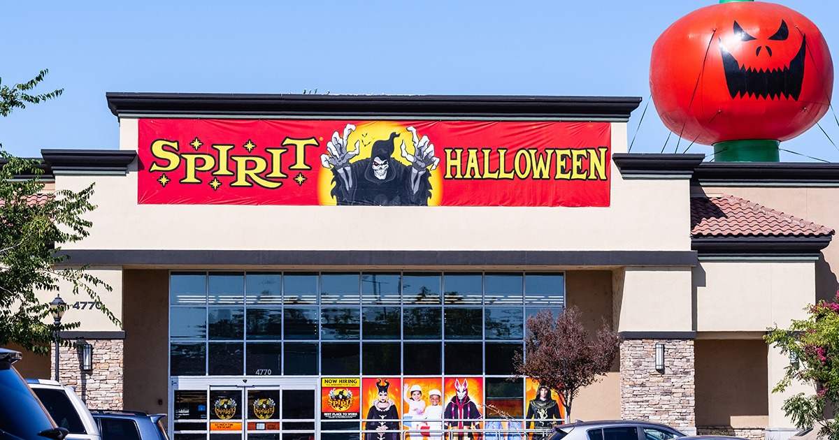 2020 Spirit Halloween Ads Spirit Halloween Announces Plan to Re Open in October, Close in