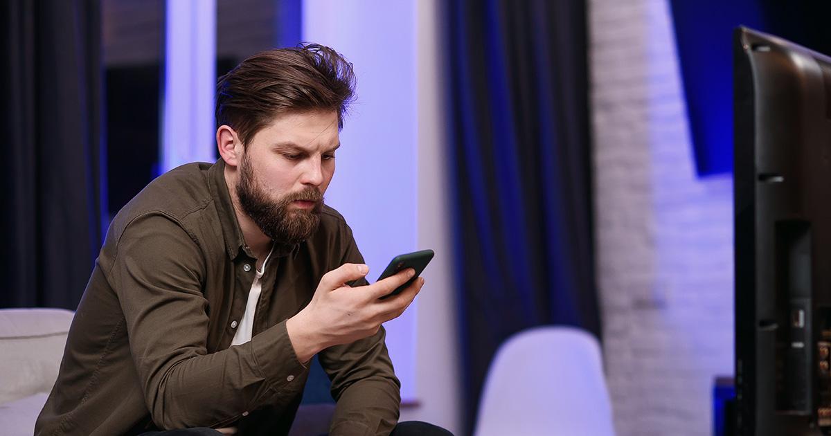 watch, phone, read, understand, cheat, noob, beginner, phone, iphone, comb over, brunette, green jacket